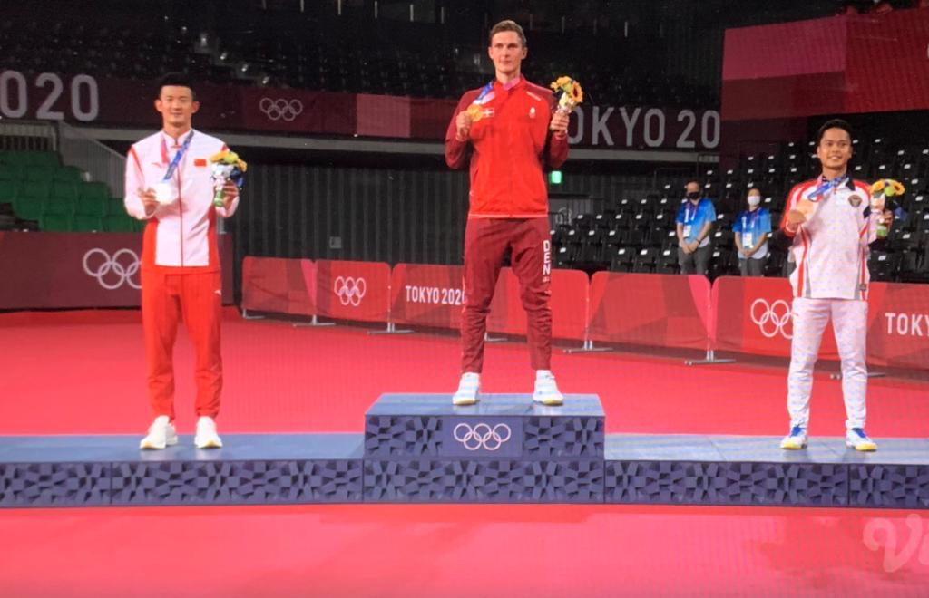 (ki-ka): Chen Long (China), Viktor Axelsen (Denmark), Anthony Sinisuka Ginting