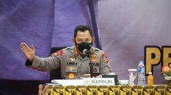 Kapolri Jenderal Listyo Sigit Prabowo meminta untuk menerapkan pendekatan kearifan lokal atau menyesuaikan dengan adat istiadat setempat, guna mengajak warga Papua Barat yang terpapar COVID-19, mau di karantina di lokasi Isolasi Terpusat (Isoter).