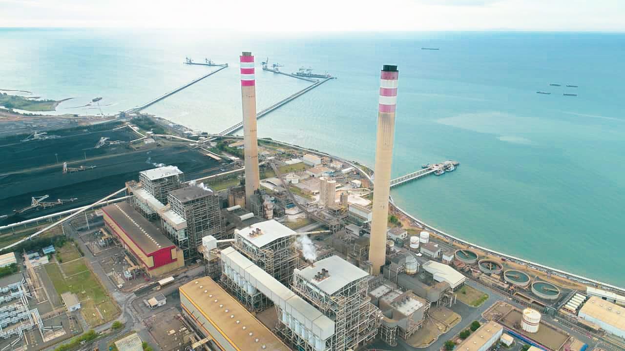 PT PLN (Persero) telah memproduksi energi listrik sebesar 85015 megawatt per hours (MWh) atau setara 291,1 MW dari mengimplementasikan Co-firing di 18 lokasi PLTU hingga Juli 2021.