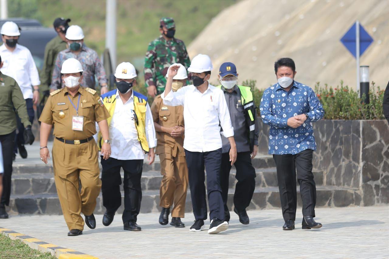 Gubernur Provinsi Sumatera Selatan (Sumsel), H. Herman Deru turut serta mendampingi Presiden RI, Joko Widodo meresmikan Bendungan Way Sekampung, Kabupaten Pringsewu Provinsi Lampung, Kamis (2/9).