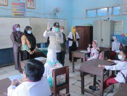Pantau Vaksinasi, Fitri: Jalankan PTM dengan Prokes Ketat