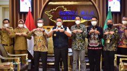 Gubernur Sumsel H Herman Deru menerima audiensi Perwakilan SKK Migas Wilayah Sumbagsel Anggono Mahendrawan dan Direktur Pertamina Hulu Rokan (PHR) Jafee Arizon Suardin serta jajaran di ruang tamunya.