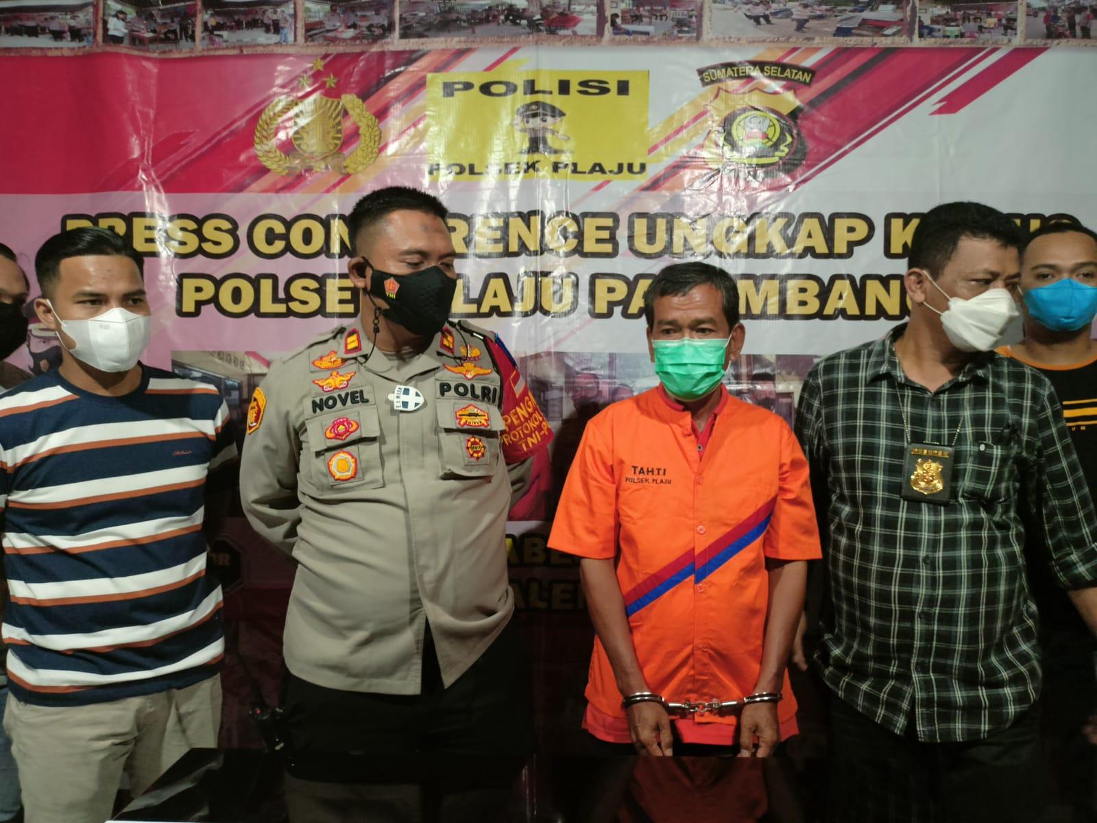 Kurang dari 24 jam, Kepolisian Sektor Plaju berhasil meringkus Fauzan [50] pelaku pembunuhan terhadap M Nur Badarudin bin Puasa [58] di lorong Pipa II RT 27 RW Kelurahan Plaju Darat, Kecamatan Plaju, Palembang,