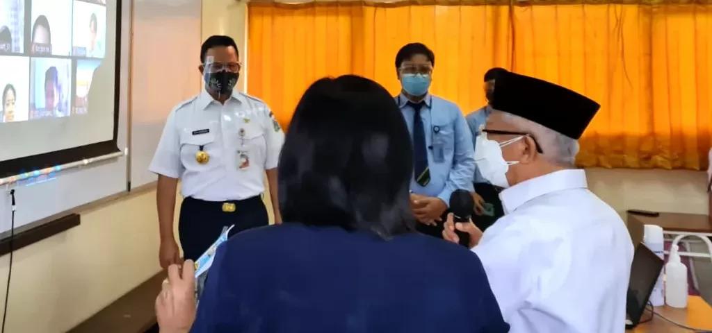 Wakil Presiden (Wapres) Ma'ruf Amin meninjau pelaksanaan pembelajaran tatap muka (PTM) terbatas di sejumlah sekolah di DKI Jakarta, Rabu (08/09)