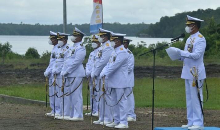 Upacara peringatan Hari Jadi ke-76 TNI Angkatan Laut tahun 2021 di Mako Koarmada III Katapop, Kabupaten Sorong, Papua Barat, Jumat (10/9/2021).
