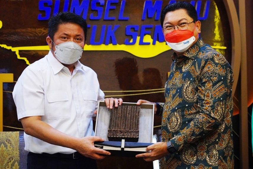 Gubernur Sumsel H Herman Deru menerima audiensi Direktur Utama Bank Mandiri, Darmawan Junaidi bertempat di ruang tamu gubernur, Kamis (16/9) pagi.