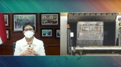 Menteri Luar Negeri (Menlu) RI, Retno LP Marsudi, dalam keterangan pers menyambut kedatangan vaksin COVID-19 tahap ke-56
