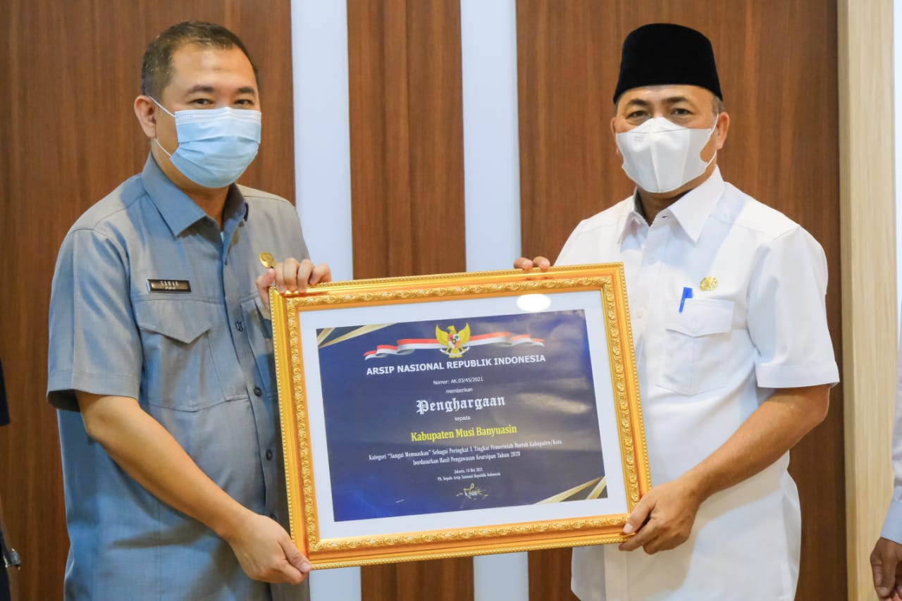 Penghargaan ini diterima Bupati Dr H Dodi Reza Alex Noerdin Lic Econ MBA melalui Sekda Muba Drs H Apriyadi MSi yang diserahkan oleh Kepala Arsip Nasional Republik (ANRI) melalui Kepala Dinas Kearsipan provinsi Sumatera Selatan Prof Dr HM Edwar Juliartha SSos MM, Kamis (9/9/2021) di Sekayu.