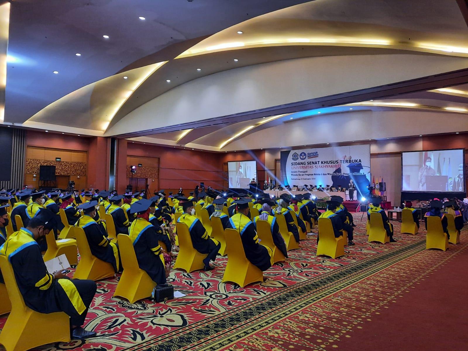 sebanyak 591 Mahasiswa Universitas Sjahkyakirti diwisuda, bertempat di Hotel Arya Duta Palembang, Sabtu [18/9].