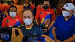 Sekretaris Daerah Muba Drs H Apriyadi MSi, saat membuka acara Kejuaraan Daerah Bulutangkis Bupati DRA CUP 2021, Senin (20/9/2021) di Gedung Olahraga Ranggonang Sekayu.