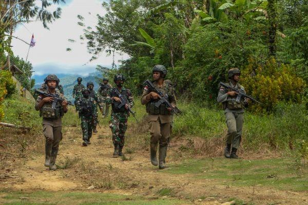 Polri masih memburu 4 daftar pencarian orang (DPO) teroris Mujahidin Indonesia Timur (MIT) Poso.
