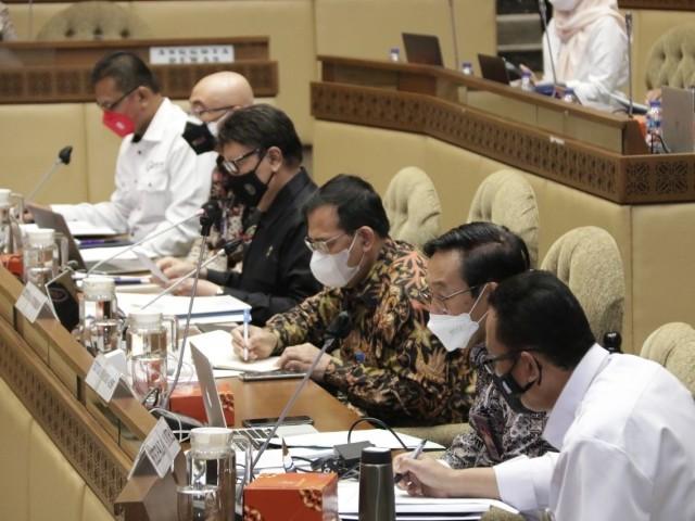Ketua Ombudsman RI Mokhammad Najih beserta Anggota Ombudsman RI Jemsly Hutabarat dan Indraza Marzuki Rais mengikuti Rapat Kerja dan Rapat Dengar Pendapat bersama Komisi II DPR RI