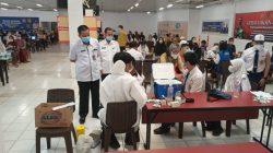 Upaya menekan penyebaran COVID-19 dan mendukung program akselerasi Vaksinasi, Gerai Vaksin Presisi kembali digelar Polda Sumsel bersama SMP Negeri 54 Palembang.