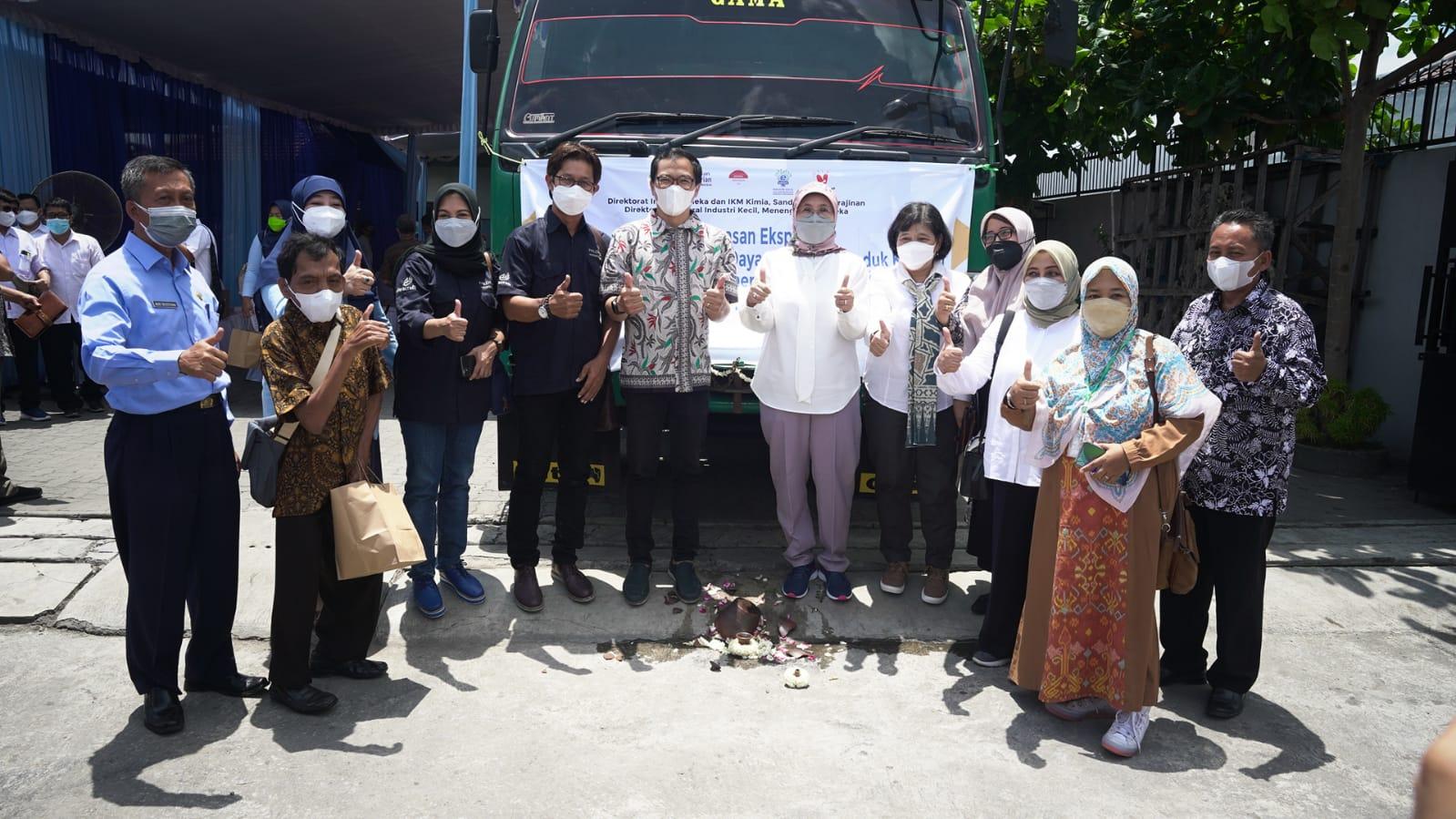 Plt. Dirjen IKMA melakukan kunjungan kerja di Yogyakarta sekaligus menyaksikan secara langsung pelepasan ekspor produk kerajinan dari empat perusahaan di sektor kerajinan khususnya home decor