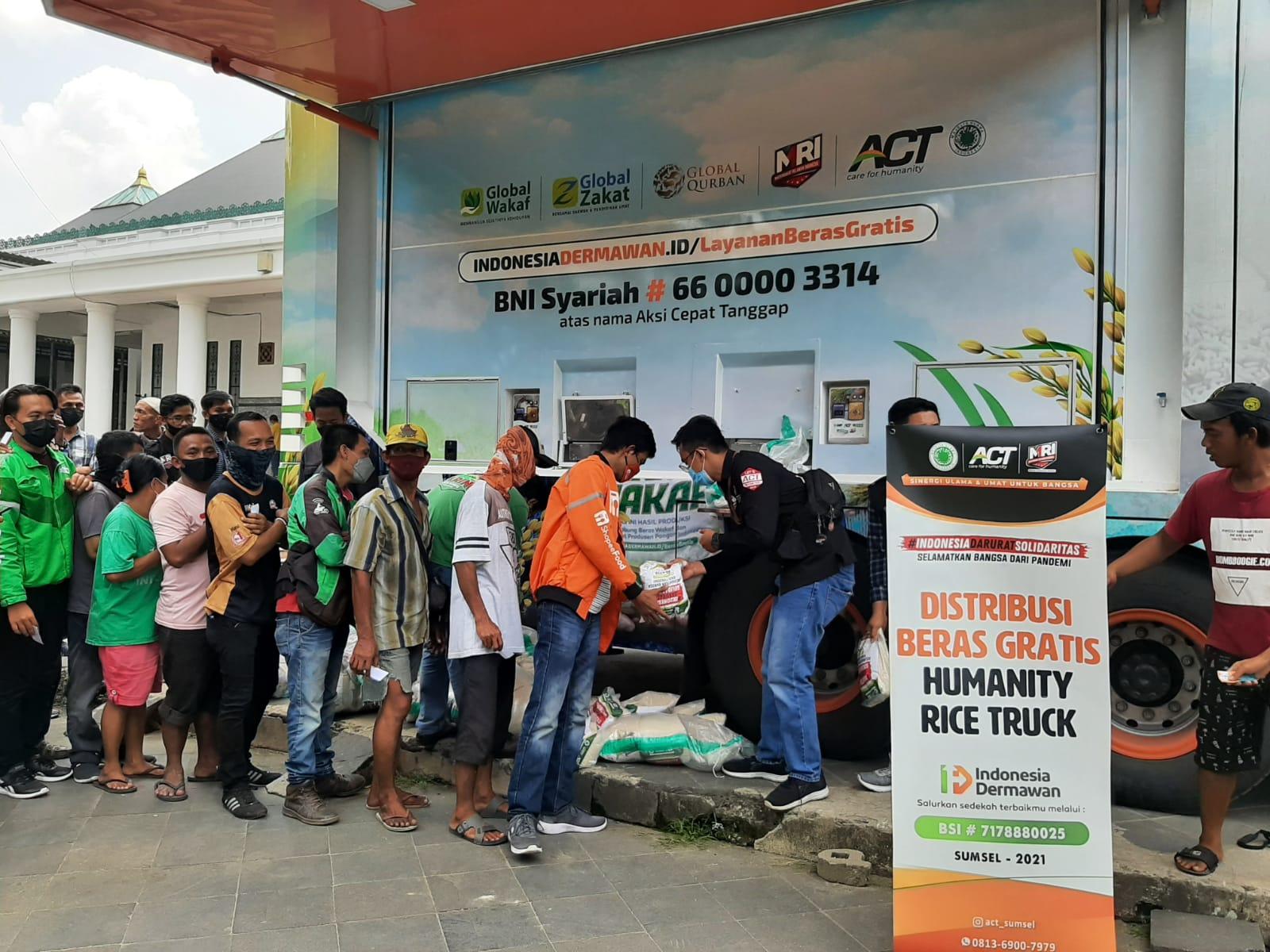 Aksi Cepat Tanggap [ACT] Sumsel memperkenalkan armada terbaru Humanity Rice Truck 2.0 Senin [4/10/2021] di Masjid Agung, Palembang.
