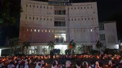 BEM Universitas IBA mengadakan renungan suci memperingati Tragedi meninggalnya salah satu mahasiswa bernama Meyer dari UIBA Palembang, Selasa malam [5/10/2021].