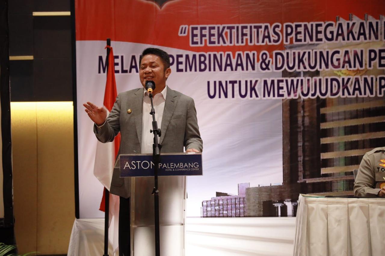 Gubernur Herman Deru membuka kegiatan Pembinaan Peningkatan Kemampuan bagi penyidik Polri yang digelar di Hotel Aston Palembang, Kamis [7/10) pagi.
