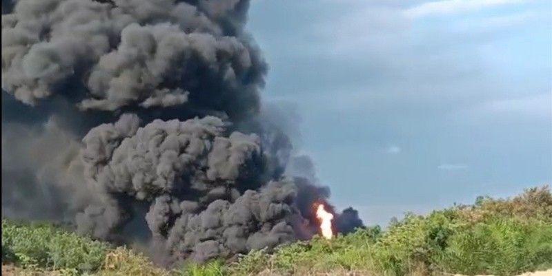 Kebakaran sumur minyak Ilegal Driling kembali terjadi tepatnya di Desa Keban Satu Kecamatan Sanga Desa pada Senin [11/10/2021], pukul 15:30 WIB.