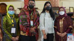 Stan pameran Sumsel berhasil mencuri perhatian putri Presiden RI, Kahiyang Ayu Jokowi yang tidak lain merupakan istri Walikota Medan Bobby Nasution.