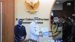 Wagub Sumsel H Mawardi Yahya paparan usulan pembangunan strategis dari Pemkab OKU Timur dan Pemkab Muratara, di ruang rapat Gubernur Sumsel, Kamis [21/10].