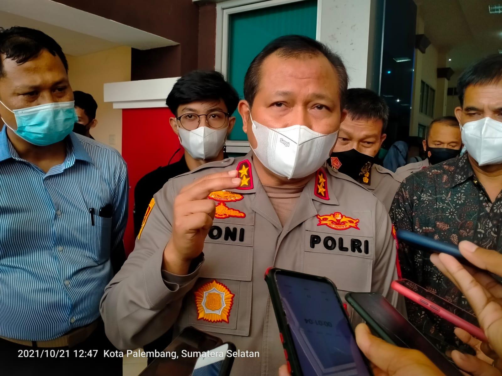 Kapolda Sumsel Irjen Pol Drs Toni Harmanto MH saat memberi keterangan kepada Wartawan