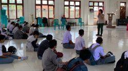 Pemberian motivasi kepada generasi muda Merauke terkait protokol kesehatan kepada siswa-siswi SMA Negeri 1 Merauke oleh tim Subsatgas Protokol Kesehatan (Prokes) PON XX Papua Merauke, Senin (4/10)