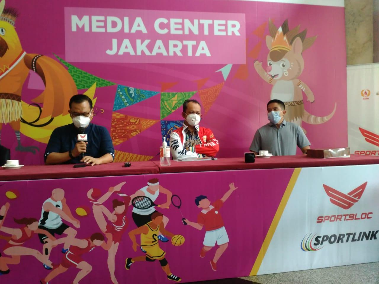 Direktur Prasarana Strategis Direktorat Jenderal Cipta Karya Kementerian PUPR Iwan Suprijanto saat konferensi pers di Media Center Jakarta untuk PON 2021, Rabu (13/10)