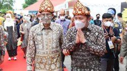 Gubernur Sumsel H Herman Deru bersama Menparekraf Sandiaga Uno hadir membuka langsung Festival Sriwijaya ke-29 tersebut.